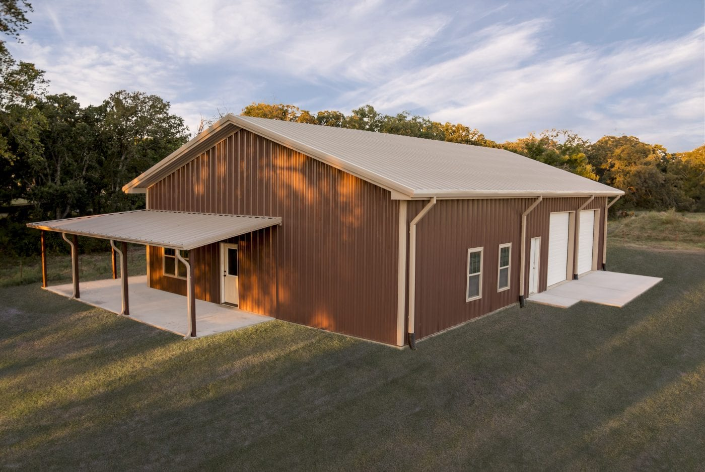 Mueller buildings custom metal steel frame homes for Metal barn pictures