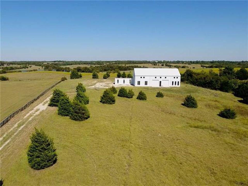 4600 square foot barndominium for sale