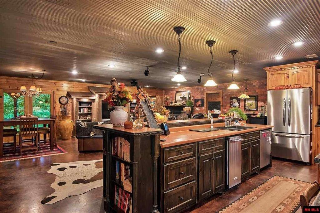 Ash Flat, Arkansas 2bed 2bath Barn Home on 30 acres ...