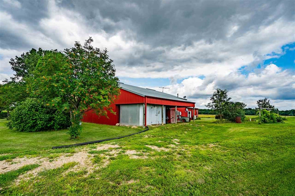 Omro, WI 74 acre 2bed 1 bath Barndo