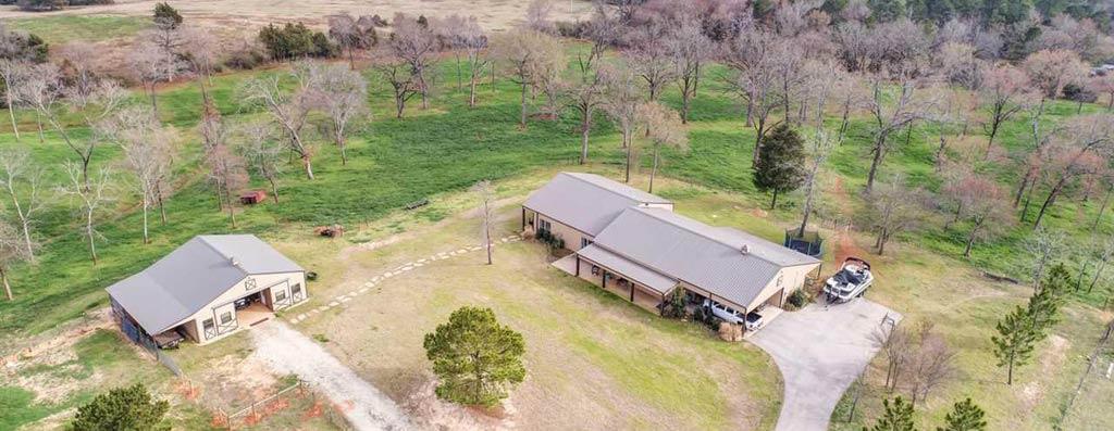 Bullard, TX 13 Acres 3,196 sqft 4bed 4bath Modern Barndo House