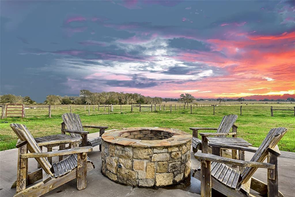 Round Top, Texas 42 acres 3bed/2bath 2127 sqft Barndominium