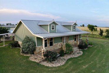 Mart Texas barndominium for sale