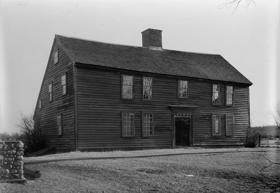 "Image courtesy of <a href=//en.wikipedia.org/wiki/Saltbox_house"" target=""_blank""> rel="