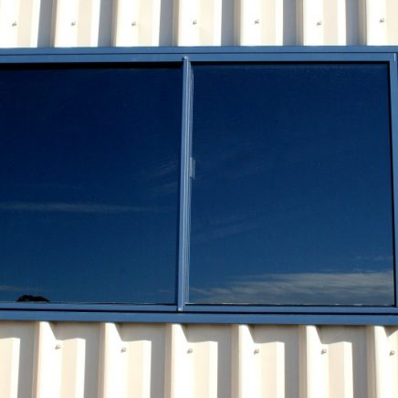 A guide to choosing & installing metal building windows