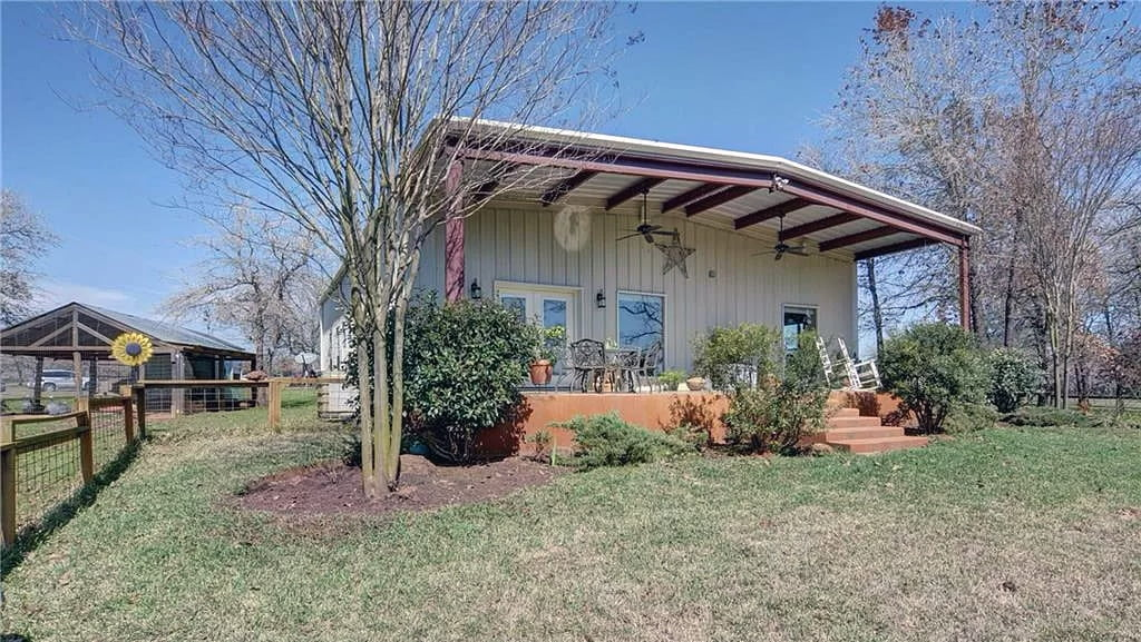 Waelder, TX Metal House For Sale