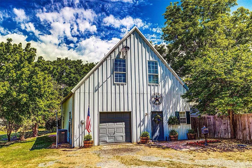 Farmersville, TX Metal Barn House