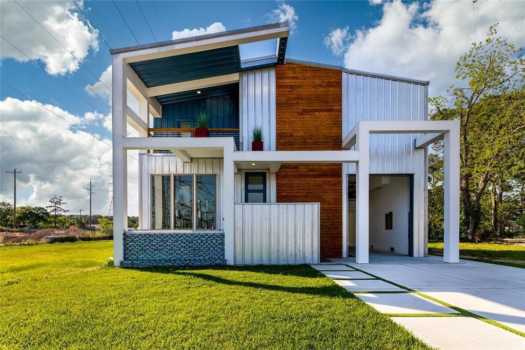 Modern Metal House For Sale | Dickenson, TX