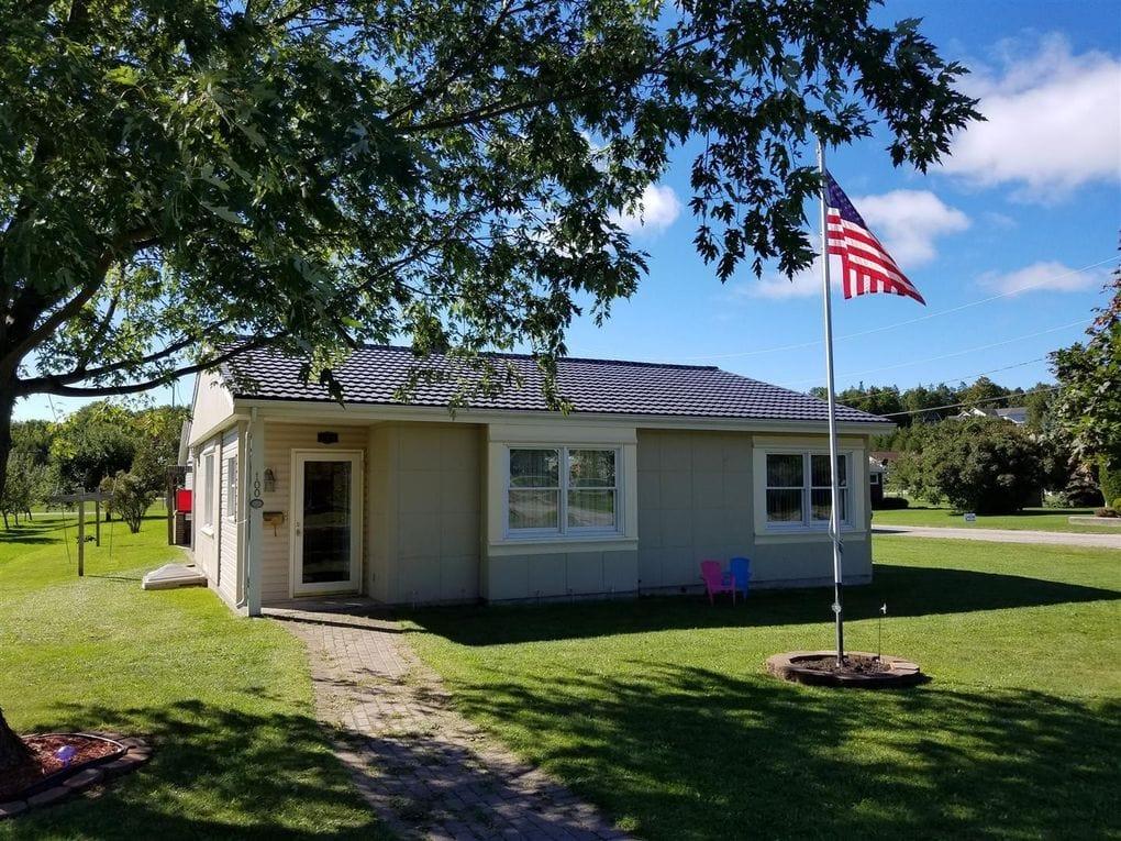 Saint Ignace, Michigan Lustron Home